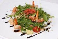 Салат из рукколы с креветками