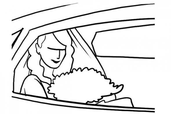 Фото невесты в авто. Красивая поза