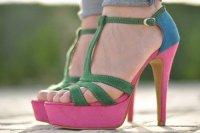 Яркие разноцветные босоножки