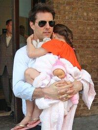 Том Круз балует свою дочь