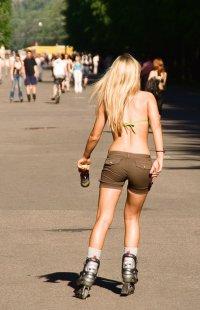 7 приятных способов сжечь калории: коньки и ролики