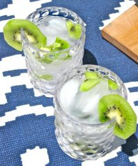 Алкогольный коктейль с киви