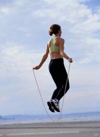 7 приятных способов сжечь калории: прыжки со скакалкой