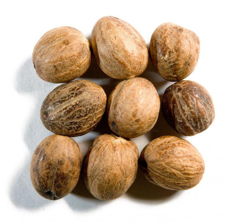 Специи и пряности: мускатный орех