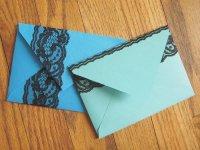 Украшение конвертов кружевом