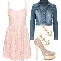 Милое розовое платье и укороченная джинсовая куртка