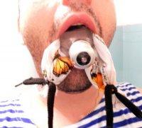 Как вынуть лампочку изо рта?