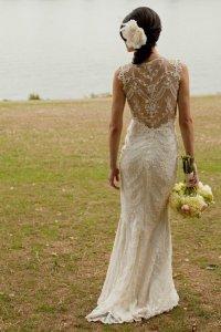 Красивое кружевное свадебное платье с открытой спиной