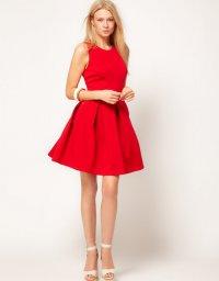 Кокетливое красное платье