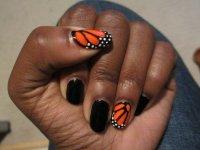 Крылышки бабочки на ногтях