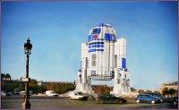 R2-D2 из Lego посреди города