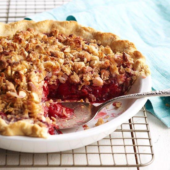 Двойной вишневый пирог с хрустящей корочкой