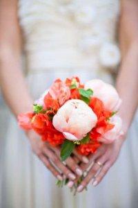 Розово-красный букет невесты