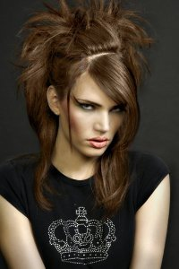 Прическа для стильной рокерши