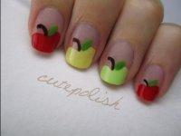 Милый маникюр с яблоками