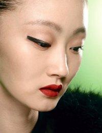 Осенние тенденции макияжа: стрелки на глазах от Kenzo