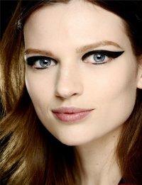 Осенние тенденции макияжа: стрелки на глазах от Lanvin