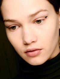 Осенние тенденции макияжа: стрелки на глазах от Erdem