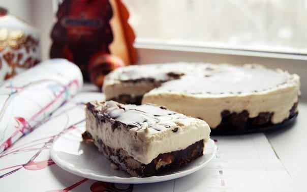 Торт с печеньем, шоколадом и сгущённым молоком без выпечки