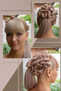 Красивая праздничная прическа с бантиками из волос