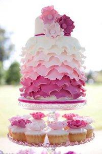 Свадебный торт в рюшах