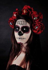 Макияж на Хэллоуин: сахарный череп в цветах
