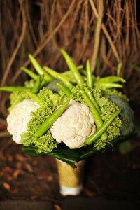 Букет невесты из овощей: цветная капуста и брокколи