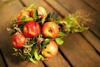 Букет невесты из овощей: красные яблоки
