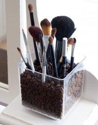 Интересный способ хранения кистей для макияжа