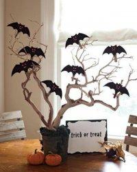 Дерево с летучими мышами