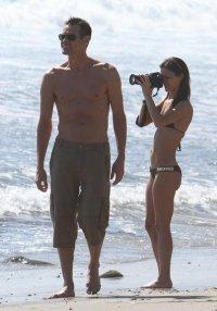 Джим Керри на пляже Малибу