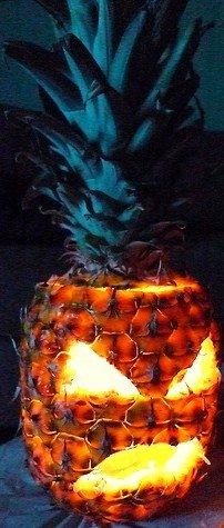 Фонарь из ананаса на Хэллоуин