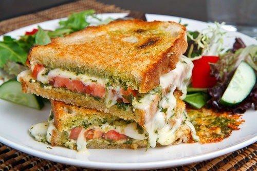 Бутерброды капрезе-гриль