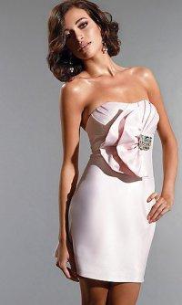 Нежно-розовое коктейльное платье без бретелей