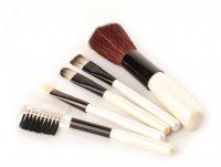 Как ухаживать за кисточками для макияжа?