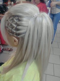 Красивый хвост с сеточкой из волос