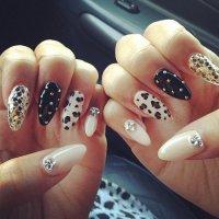 Свежая идея для маникюра: ногти с объемным декором