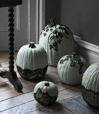 Идеи для дома на Хэллоуин: тыква с кружевами
