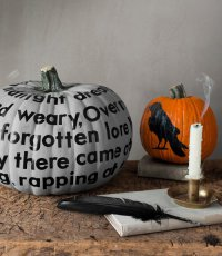 Идеи для дома на Хэллоуин: тыква с надписью