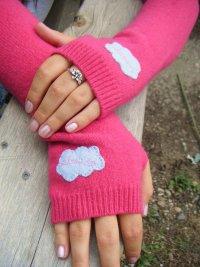 Яркие митенки своими руками из старого свитера