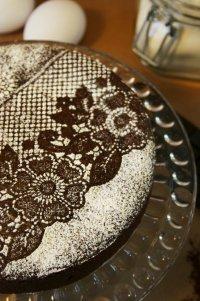Красивая идея для украшения торта: кружева