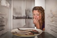 Уборка в доме подручными средствами: неприятный запах в холодильнике