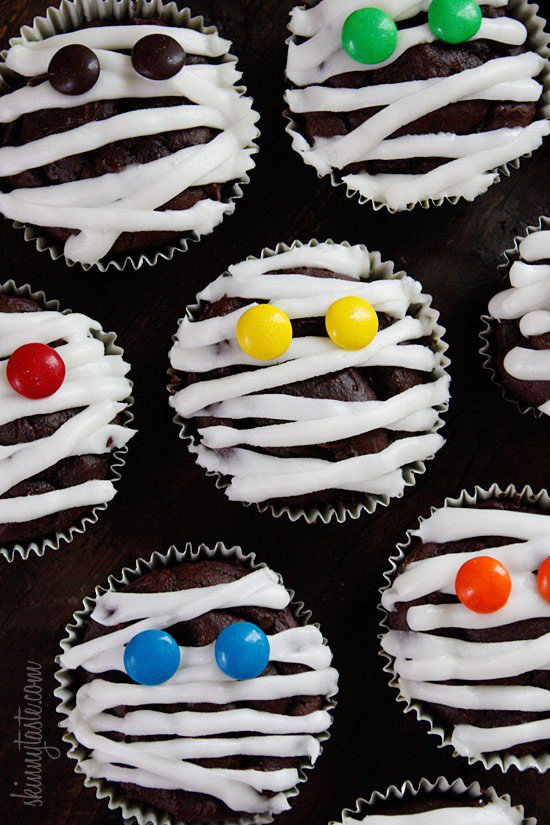 Как украсить капкейки на Хэллоуин? Мумии