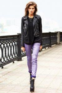Как носить джинсы с металлическим блеском