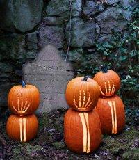 Идеи для дома на Хэллоуин: страшные руки скелетов