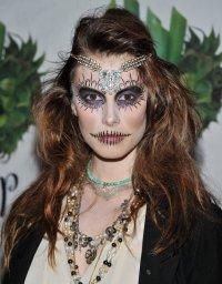 Идея для макияжа на Хэллоуин: зашитый рот