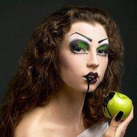 Стильный вариант макияжа на Хэллоуин