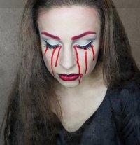 Макияж на Хэллоуин: кровавые слезы
