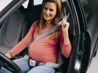 Как безопасно ездить? Беременная женщина за рулем