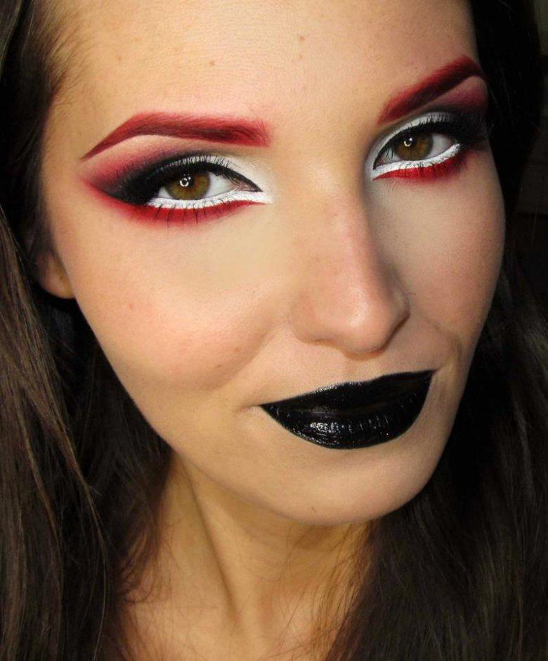Макияж на Хэллоуин с черной помадой